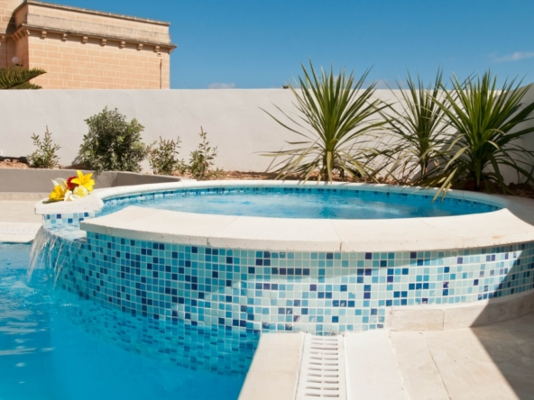 villa jacuzzi pool st julians